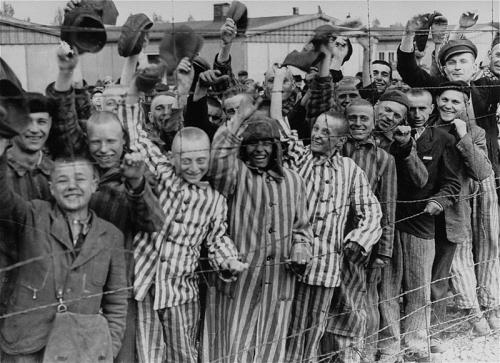 800px-Prisoners_liberation_dachau.jpg
